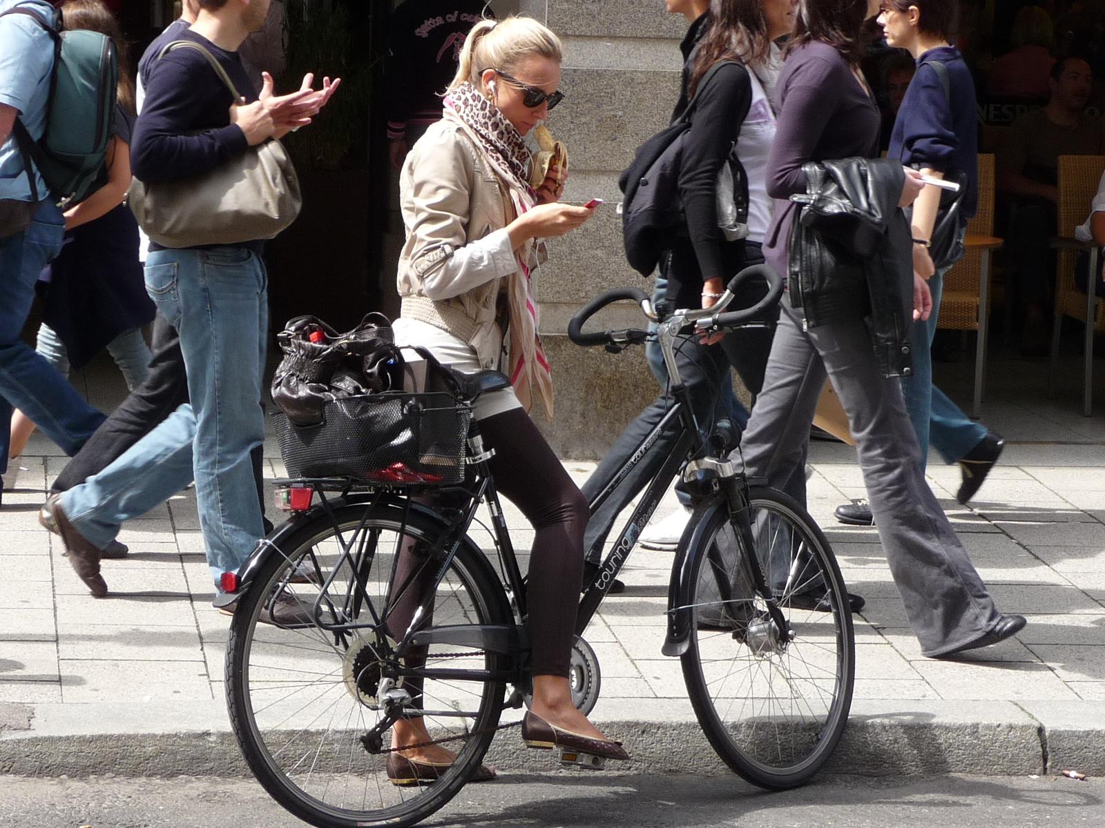 Klasszikus és modern bajor - német biciklis outfit-ek