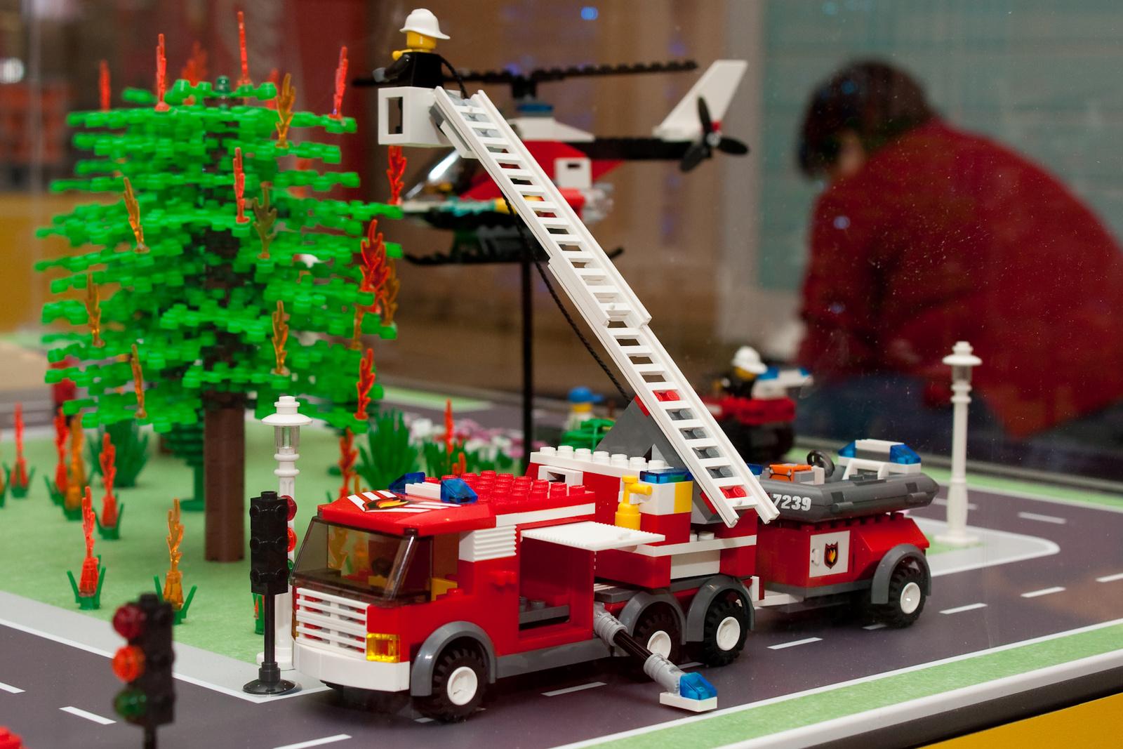 2010 03 20 LEGO tűzoltóautó építés 10