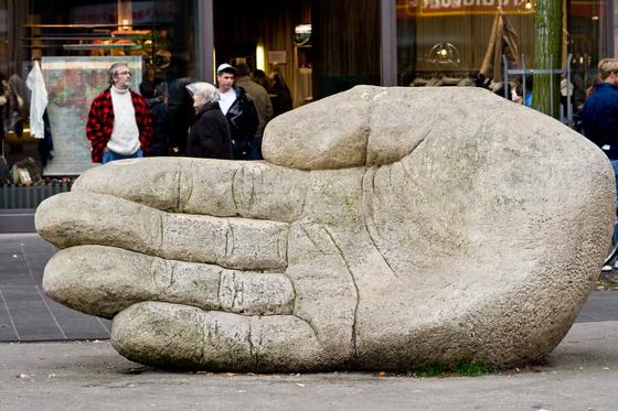 eszpee: Az óriás elhajított keze