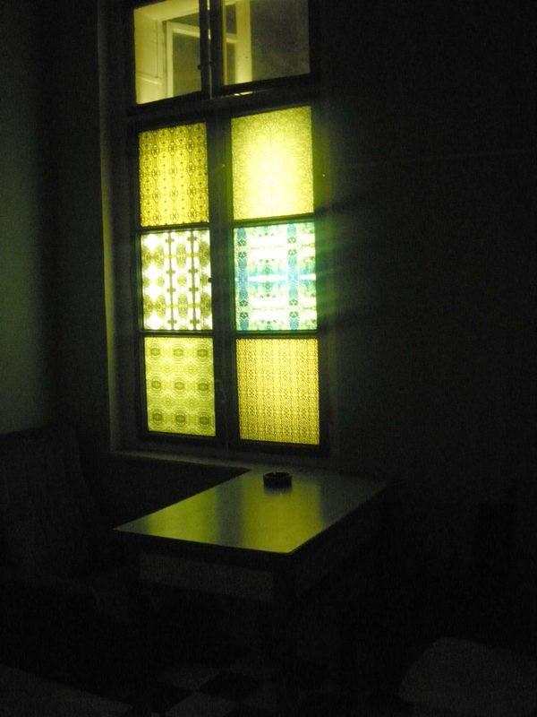 Ritkán szűrödnek be fények