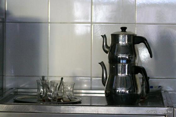 granturizmó!: kétszintes teáskanna