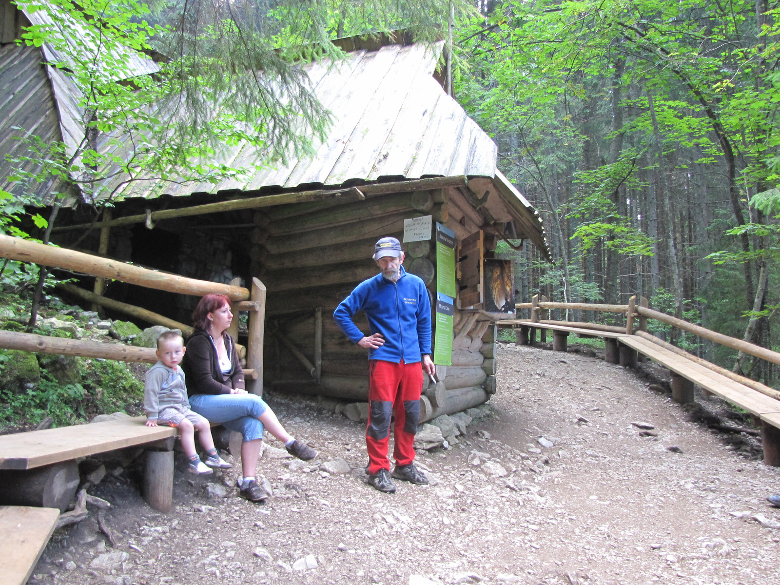 Tátra Nemzeti Park, Dolina Kościeliska, a Mroźna barlang bejárat