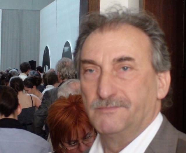 László- (85)